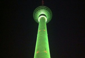 Berliner Fernsehturm am St. Patricks Day